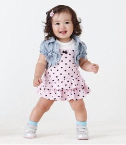 Make her the cutest and sweetest thing with some of the most adorable girls toddler & baby dresses only The Children's Place has to offer.