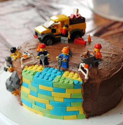 These Toys Have Become More Popular During The Recent Times Thanks To Latest Lego Movies A Cake Inspired By Theme
