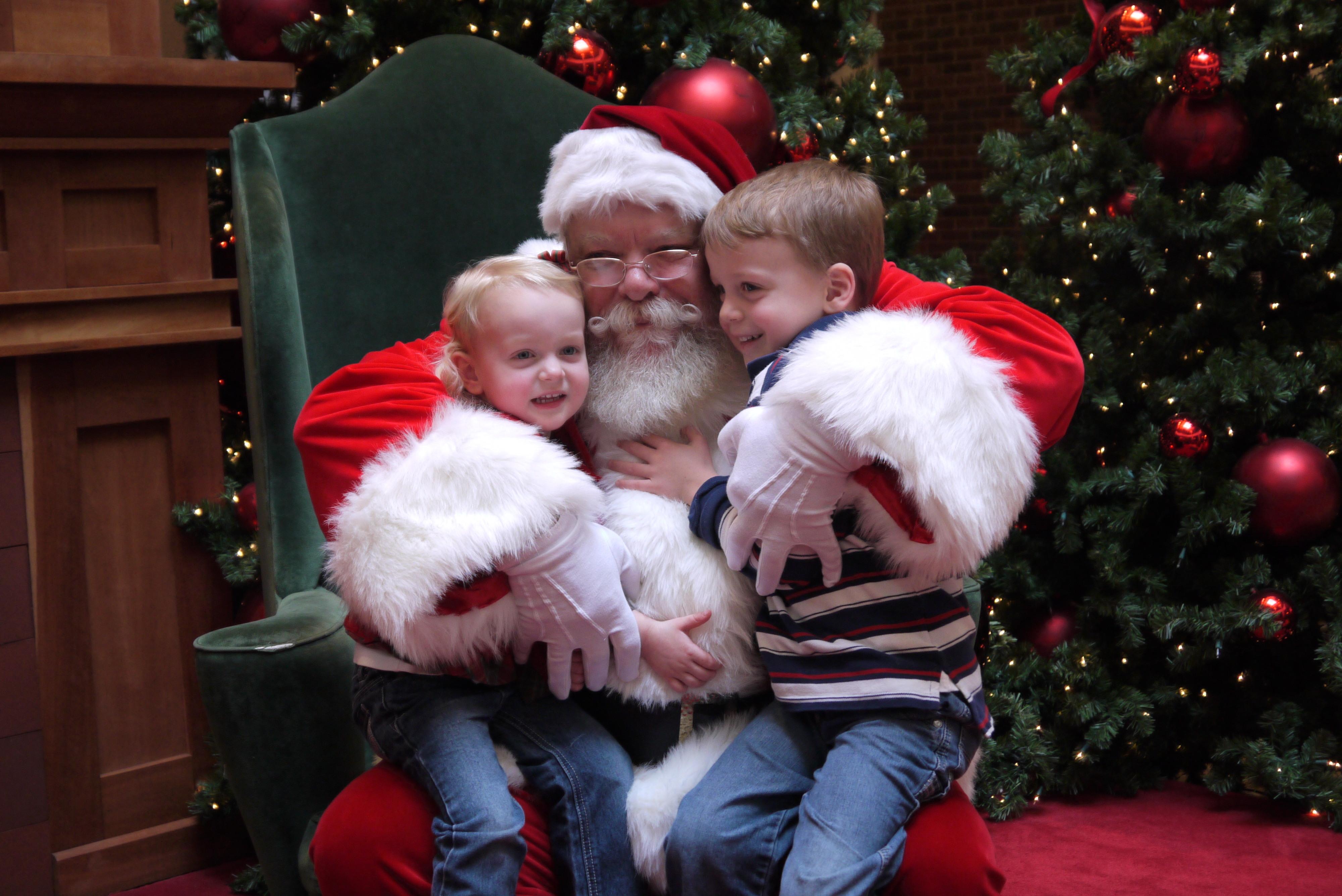 santa-hugs