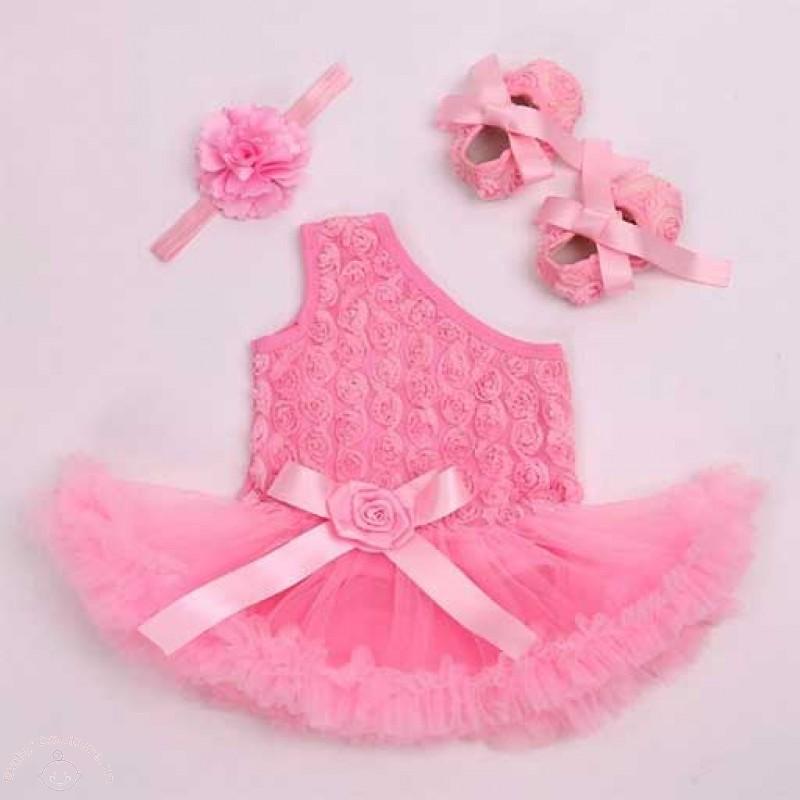 one-shoulder-rosette-baby-gift-set