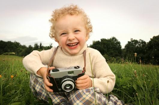 Kind met fotocamera