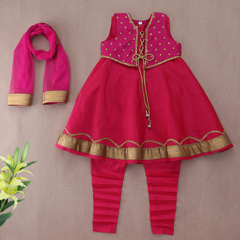 c8736c9883d32 The one thing that makes this kurta set more stylish is it's designer  jacket.