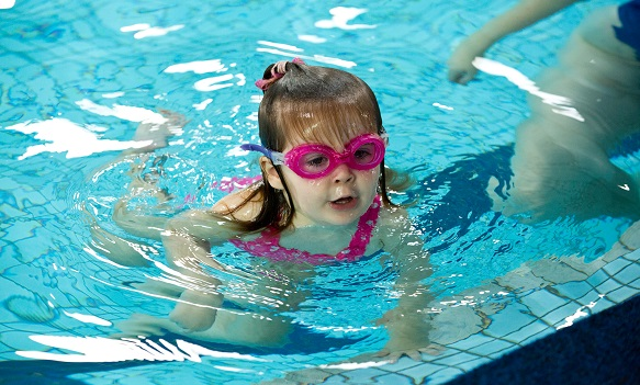 Tips To Ease Your Child S Fear Of Swimming Baby Couture India
